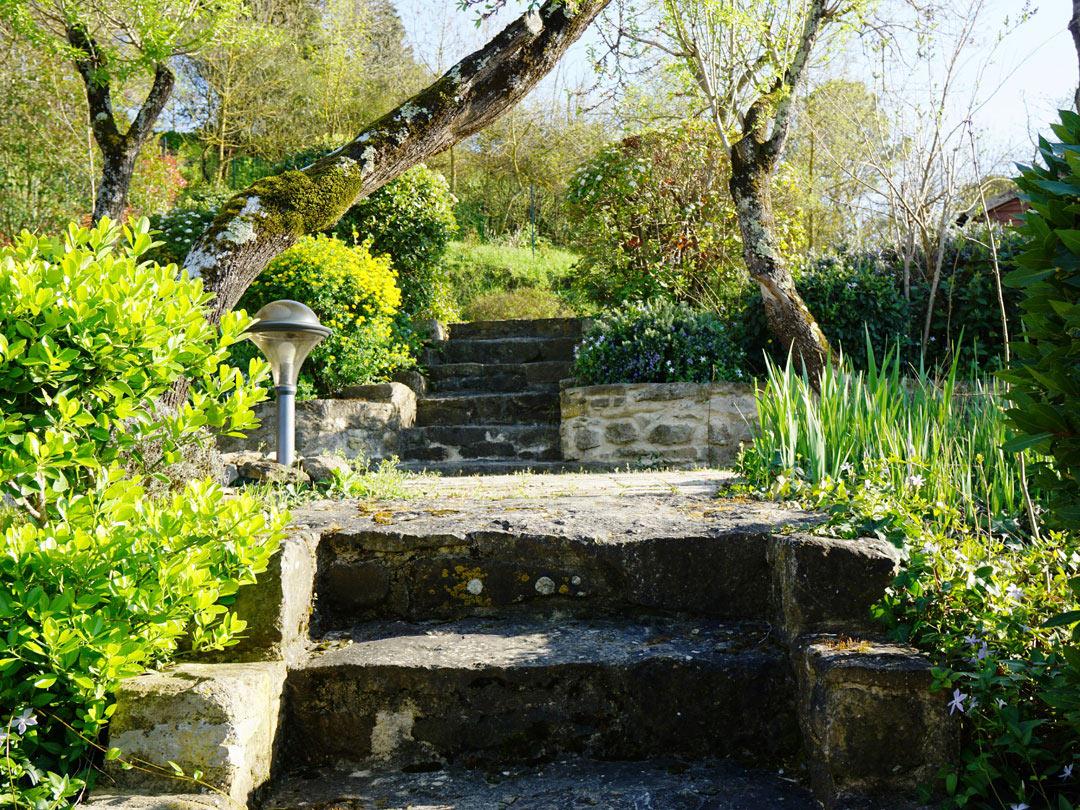 Le jardin gites carcassonne sous les courtines for Le jardin carcassonne